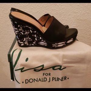 Lisa for Donald J. Pliner embroidered wedges